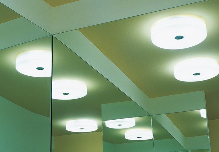 Plafoniera Flos Moni : Flos mini glo ball c w wandlamp in bathroom design en