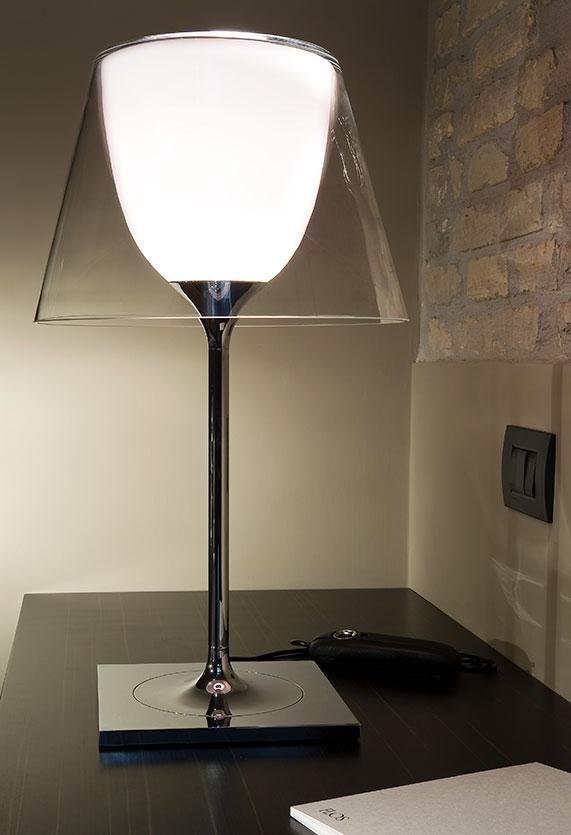 https://cdn.flos.com/wp-content/uploads/2017/10/ktribe-table-1-glass-starck-flos-F62810-product-life-02-571x835.jpg