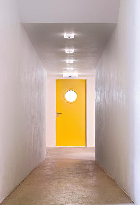 https://cdn.flos.com/wp-content/uploads/2017/10/mini-button-ceiling-wall-lissoni-flos-F14910-product-life-02-571X835.jpg