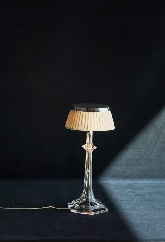 https://cdn.flos.com/wp-content/uploads/2017/11/bon-jour-versailles-small-table-starck-flos-F10420-product-life-02-571x835.jpg