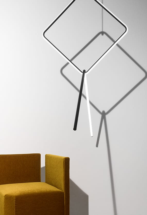 https://cdn.flos.com/wp-content/uploads/2018/04/arrangements-suspension-broken-line-anastassiades-flos-F0405030-product-life-01-571X835.jpg