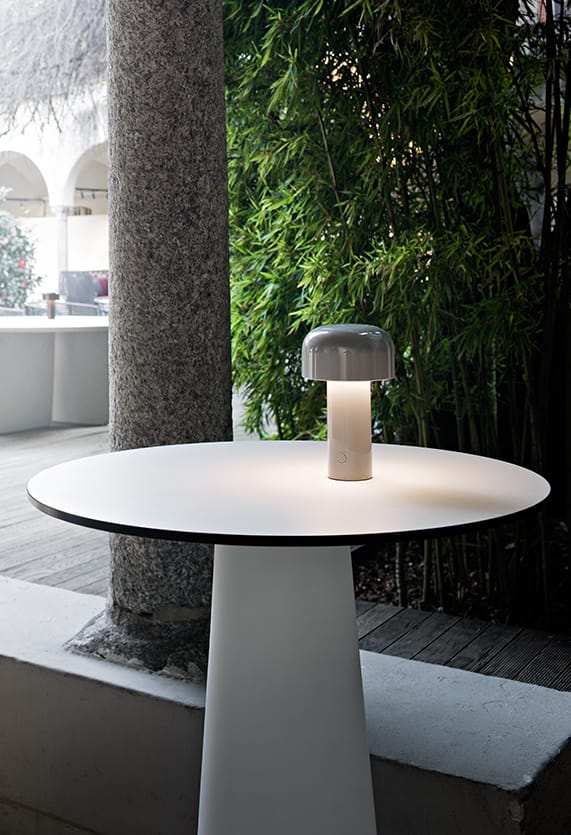 https://cdn.flos.com/wp-content/uploads/2018/06/bellhop-table-castiglioni-flos-F1060020-product-life-09-571x835.jpg
